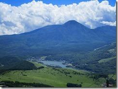 1-09眼下に白樺湖と後方に蓼科山