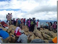 2-12大勢の登山で賑わう至仏山