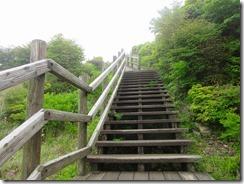 05沓掛山手前の木製の階段