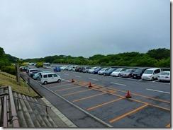 02駐車場は車が一杯