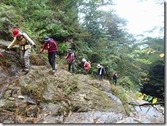 11滝上に上がってきました、苔むしているのでスリップ注意です