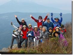 23山頂横の展望台、後ろは噴火している桜島