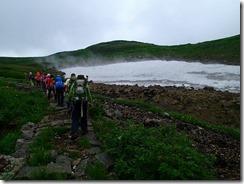 14雪渓の残るガレ場を登る