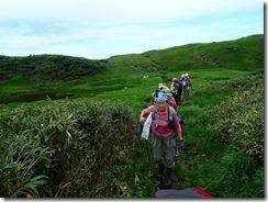 10 草原の中の登りが続く