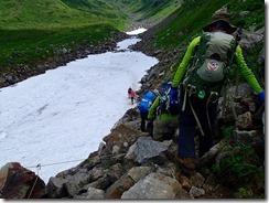 35雪渓の横断