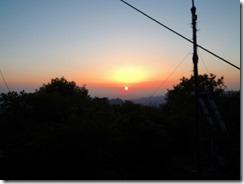 3-01小屋から眺める朝日