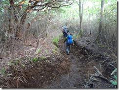 3-05浸食された登山道は悪戦苦闘