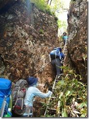 2-20 古祖母山への巨岩のハシゴ