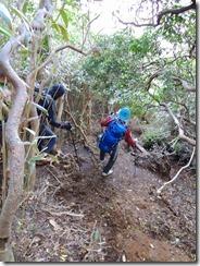 3-04浸食された登山道は悪戦苦闘