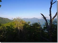2-07笠松山から祖母山を望む
