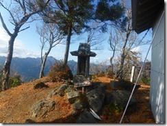 18山頂の祠P1100517