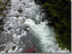 4-08数日の雨ですごい水流です