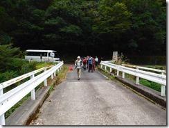 01地蔵岳登山口到着、車は通行禁止でした