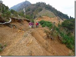 19林道が崩落しています。でも通行可能でした