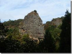 23釣鐘岩が見えていますPB073506