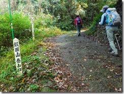 2-08飯田山登山道