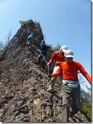 2-34岩場の下りは徳永Gがロープを設置、助かりました