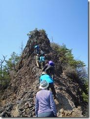 2-29前障子岳の岩場、気を付けて慎重に上ります