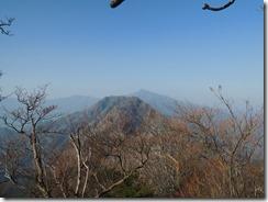 2-18木の葉がないこの時期は遠望がききます、祖母山が見えています