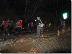 2-02登山口、まだ舗装された林道歩き