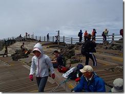 16広い漢拏山山頂、しかし今日は風が強い