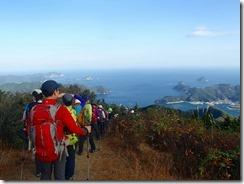 38米水津湾を見ながら下山です