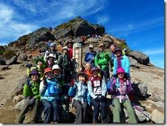 10山頂をバックに登頂写真