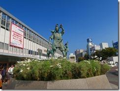 02岡山駅前のシンボル桃太郎像IMG_1731