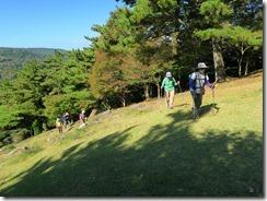 32三笠山への草地の上りIMG_2074