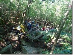 3-07岩場の急登を上っていきます