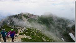 2-12山荘に荷物をデポして山頂を目指します