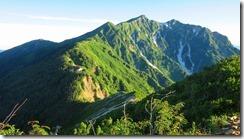 4-05冷池山荘、鹿島槍ケ岳を振り返る