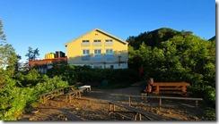 4-01朝日を浴びた冷池山荘