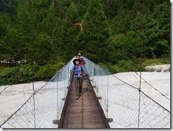 5-06不動沢吊橋を渡ります