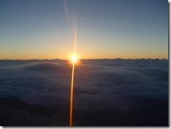 4-01小屋前からの日出