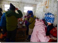 9 避難小屋でお昼