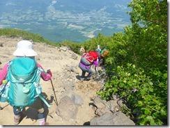 23登山道が崩落している箇所もあります
