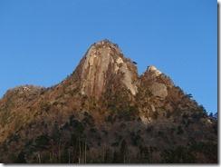 1-20登ってきた岩の殿堂、鉾岳です、左が雄鉾、右が雌鉾岳です