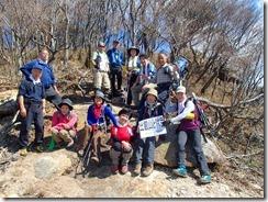 1-09鉾岳山頂先にビューポイント、この撮影者の後ろは絶壁です