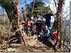 1-08鉾岳にて登頂写真、見晴らしはイマイチです