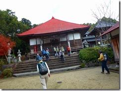 05正平寺本堂、登山道は本堂左から進むP1070899