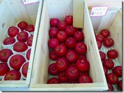 3-20売られているリンゴ、種類が違うんですね