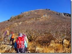 3-11山頂への上り、岩場です