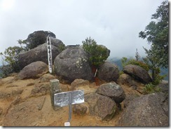1-15次郎丸岳山頂、360°の遠望が見られるはずだが、今日は残念