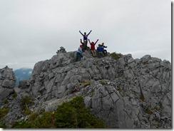 4-10光岳山頂はイマイチなので光石に登頂しました、絵になります