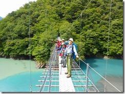5-08畑薙大吊橋の上でパチリ