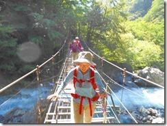 2-05吊橋を渡ります