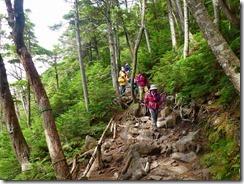 3-16岩ゴロゴロの登山道