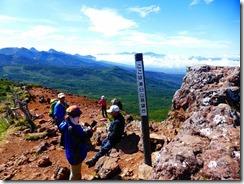 2-13茶臼山展望台、後方左は八ケ岳連峰、真ん中は南アルプス、甲斐駒ケ岳、仙丈岳