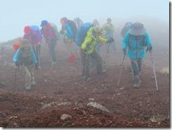25火山礫の登山道